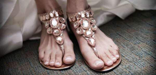 Vestidos y zapatos para boda en la playa